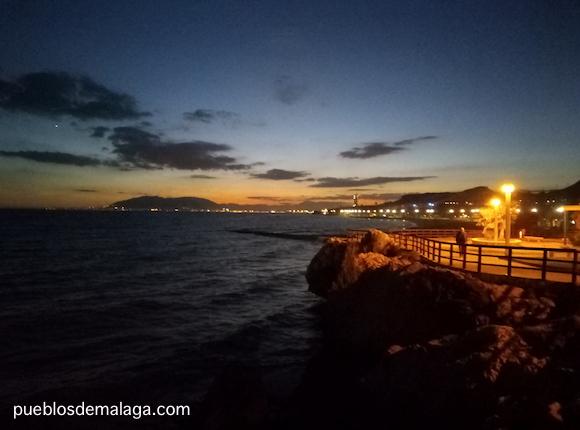Vista nocturna desde el Paseo Maritimo de La Cala del Moral