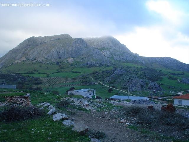 Sierra frente a Alfarnatejo