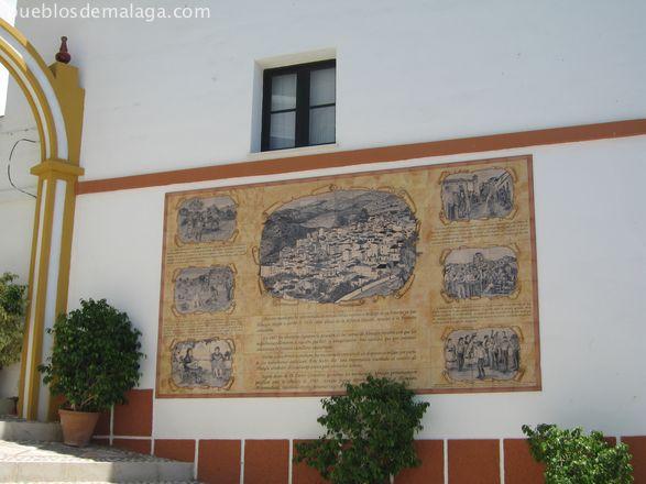 Mural junto al Ayuntamiento con la historia de Almogía