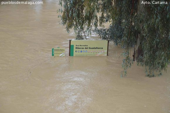 Vista del Área recreativa del Puente de Hierro inundada