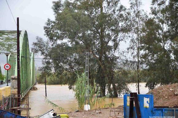 El desbordamiento del río ha causado el corte de la carretera A-7057 entre Cártama Pueblo y Estación de Cártama