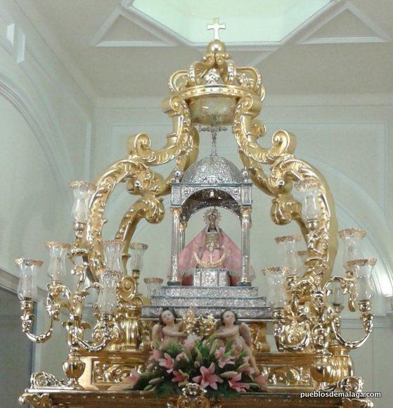 Virgen de los Remedios de Cartama con capa rosa