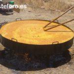 Paella gigante que se reparte gratis en la feria