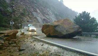 Piedra gigante en la carretera de Ronda