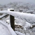 Barandilla cubierta de nieve en las Nevada en el Torcal de Antequera el 20 de Enero de 2015