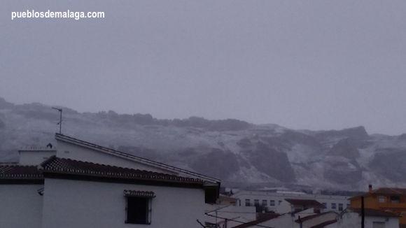 Tejados nevados en La Higuera, una pedanía de la localidad malagueña de Antequera