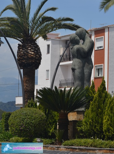 """Escultura """"Hola"""" en la Plaza de los Principes de España"""