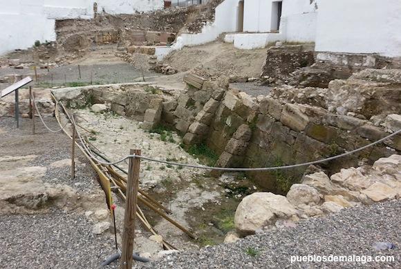 Muro de la época ibérica de estilo helenístico, que se construyó en el contexto de las II Guerra Púnica en el siglo III a. n. e., y que probablemente delimitaba la acrópolis de la ciudad ibérica.