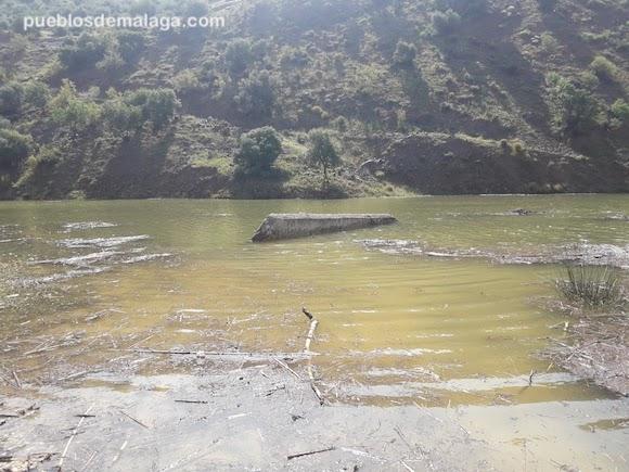 Puente de Linares en el rio Campanillas sumergido tras las lluvias torrenciales de Mayo de 2018 en Villanueva de la Concepción