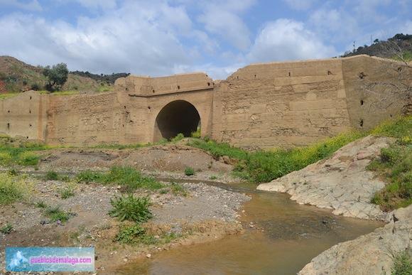 Puente Linares después de haber estado cubierto por las aguas de la Presa de Casasola