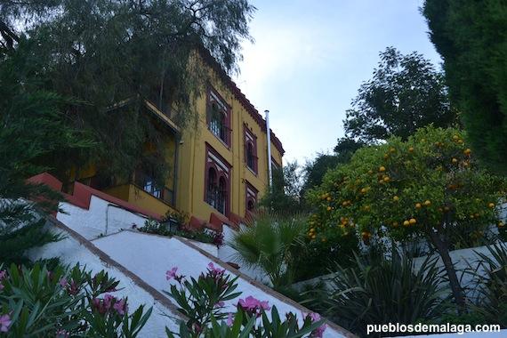Ayuntamiento de Carratraca desde los Jardines de la Casa de Trinidad Grund