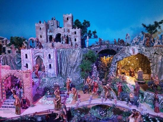 El belén artístico municipal ha sido realizado por la Asociación de Belenistas de Torremolinos.
