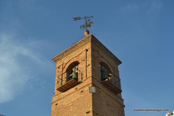Torre de la Ermita con la veleta con figura de caballero.