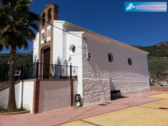 Vista lateral de la Iglesia de Mondrón