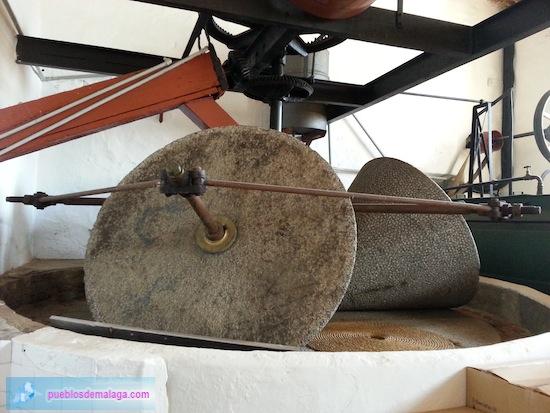 Museo del Aceite de Mondrón - Piedras de molino