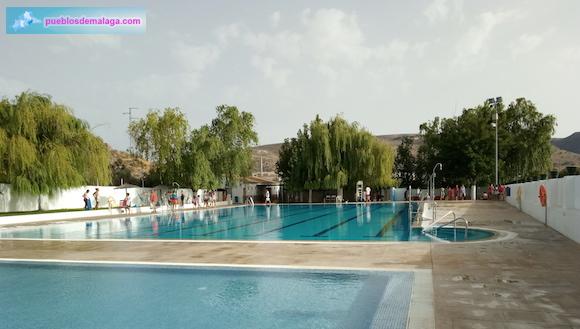 Piscina de agua salada con propiedades de balneario en Almargen
