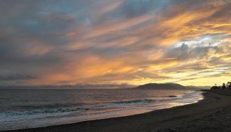 Atardecer en la playa de La Cala