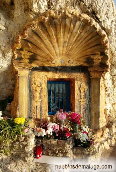 Santuario de la Virgen del Carmen en las rocas del Paseo Marítimo de la Cala del Moral