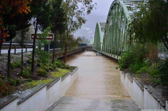 Foto de los puentes de Estación de Cártama con el rio Guadalhorce desbordado