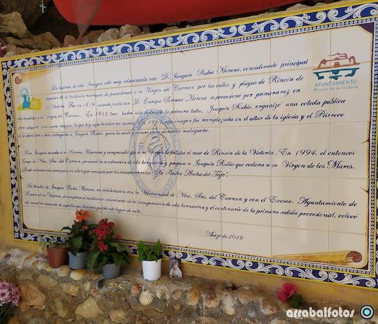 Azulejos con la historia del Santuario de la Virgen del Carmen de Rincón de la Victoria y Joaquín Ruibio Moreno