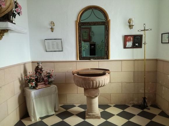 Pila bautismal en la iglesia de San Antonio de Padua