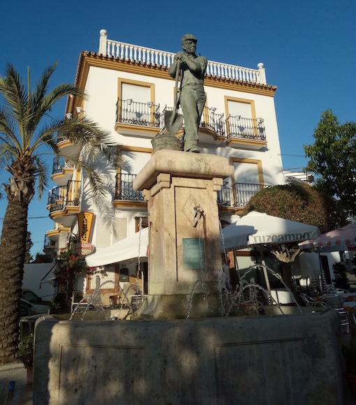 Monumento al carbonero en la Plaza de la Ermita