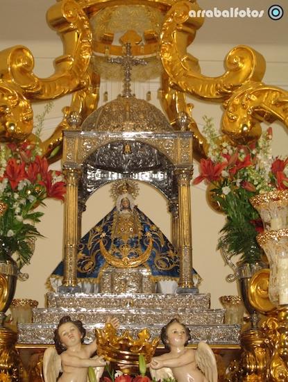Virgen de los Remedios de Cartama con dos angelitos
