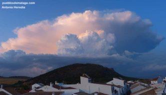 Mientras en Campillos era tarde de lluvias y tornado a la misma hora esto es lo que se veía desde Cuevas del Becerro