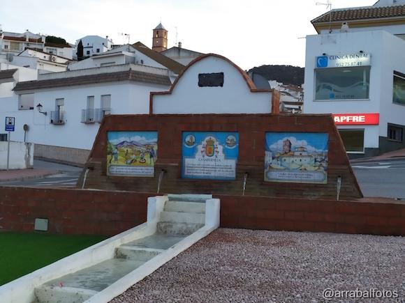 Fuente de los cuatro caños de Casabermeja y Torre de la Iglesia del Socorro