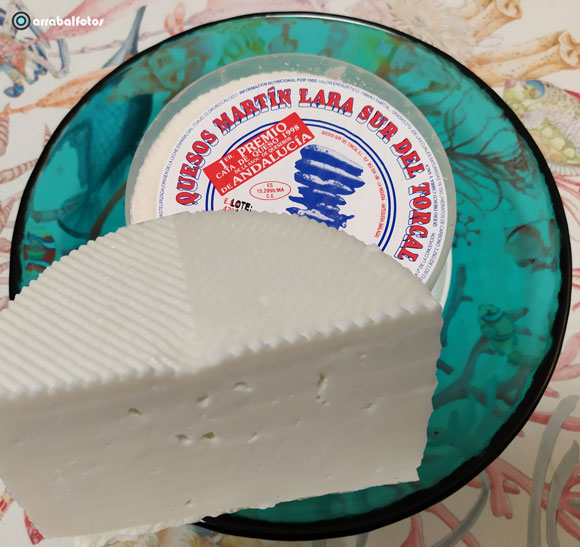 Queso de cabra fresco Martín Lara. Queso fresco elaborado con leche de cabra de la zona del Torcal de Antequera.