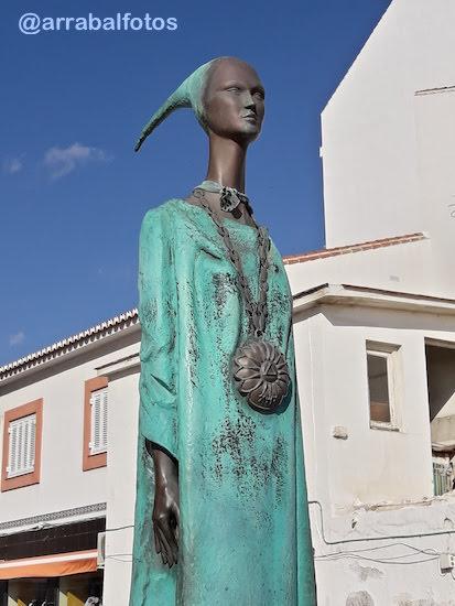 Estatua de Noctiluca en el Rincón de la Victoria. Malac (también conocida como Noctiluca) es el nombre dado por los fenicios a una de sus diosas. Su teónimo (Malaka) podría ser el origen del topónimo Málaga.