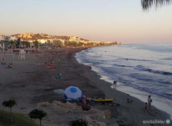 Playa del Rincón de La Victoria junto al Santuario de la Virgen del Carmen
